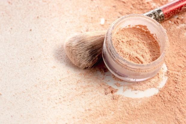 Set base makeup dengan loose powder