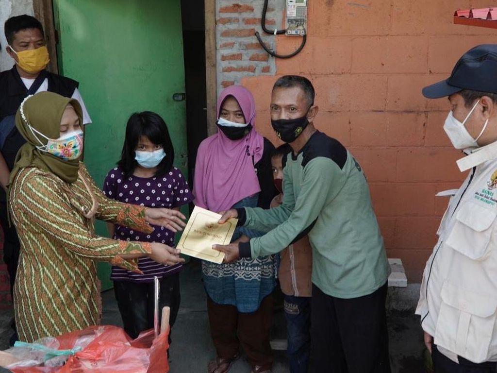 Blusukan ke Rumah Warga, Wali Kota Mojokerto Beri Bantuan Modal Usaha
