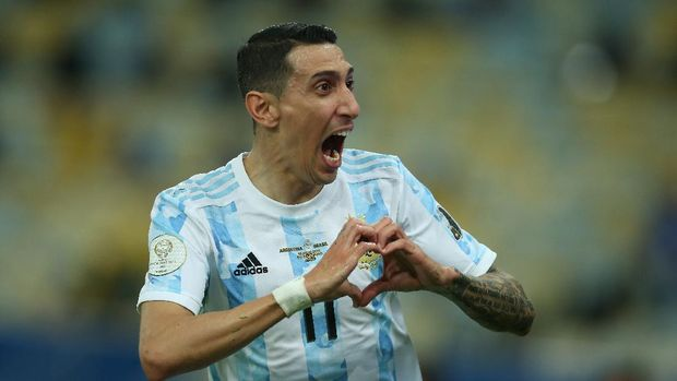 RIO DE JANEIRO, BRAZIL - JULY 10: Angel Di Maria of Argentina celebrates after scoring the first goal of his team during the final of Copa America Brazil 2021 between Brazil and Argentina at Maracana Stadium on July 10, 2021 in Rio de Janeiro, Brazil. (Photo by Alexandre Schneider/Getty Images)
