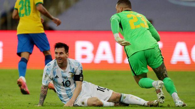 Soccer Football - Copa America  2021 - Final - Brazil v Argentina - Estadio Maracana, Rio de Janeiro, Brazil - July 10, 2021 Argentina's Lionel Messi reacts REUTERS/Amanda Perobelli