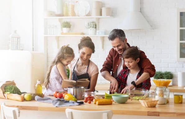 Cooking with kids / foto: freeimages.com/Denis Komarov