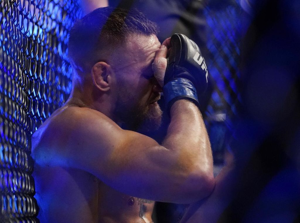McGregor Kena Libas Poirier: Dulu Pincang, Kini Patah Engkel