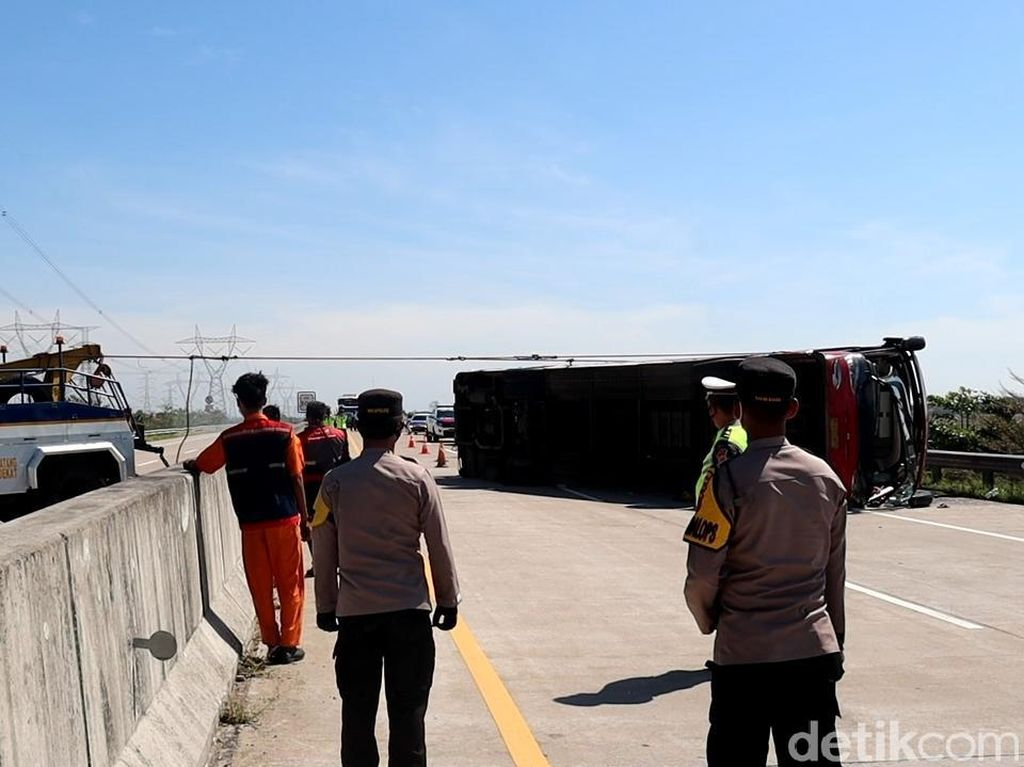 Semua Korban Tewas Kecelakaan Bus di Tol Pemalang Sudah Diambil Keluarga