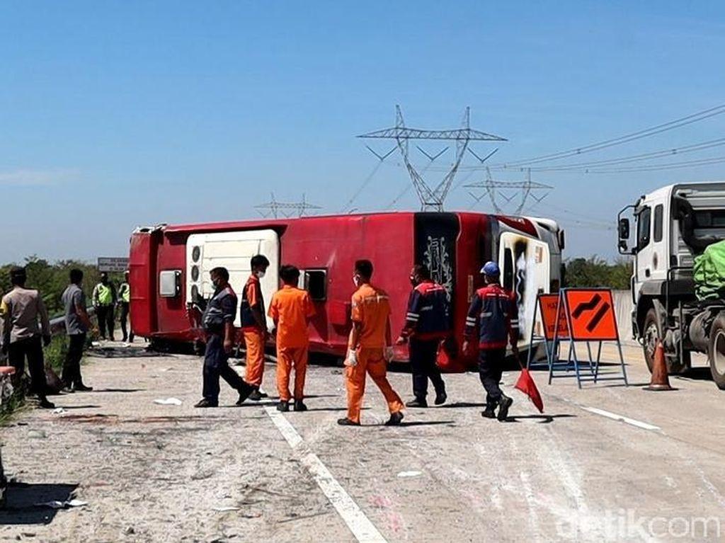 Detik-detik Kengerian Saat Bus Terguling Tewaskan 8 Orang di Tol Pemalang