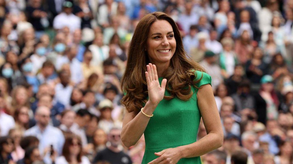 Foto: 9 Gaya Elegan Kate Middleton Usai Isoman, Memesona di Final Wimbledon