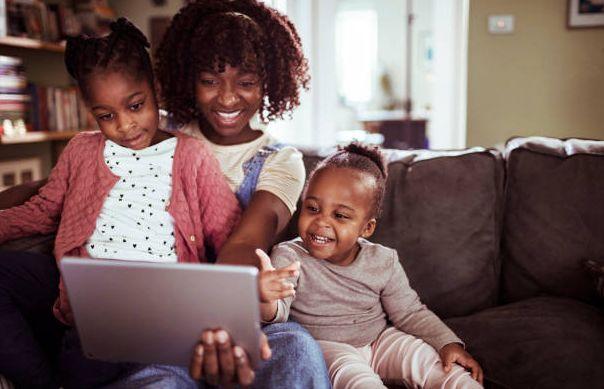 Kids doing video call / foto: freeimages.com/Geber86