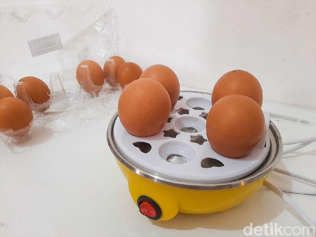 Tanpa Kompor, Kamu Bisa Bikin Telur Setengah Matang yang Lumer