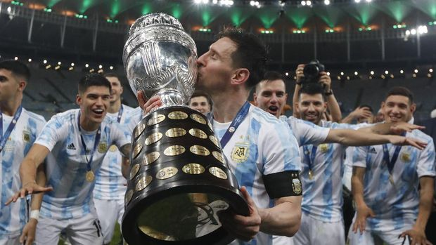 Argentina's Lionel Messi kisses the trophy after beating Brazil 1-0 in the Copa America final soccer match at Maracana stadium in Rio de Janeiro, Brazil, Saturday, July 10, 2021. (AP Photo/Bruna Pardo)