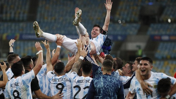 Teammates lift Argentinas Lionel Messi after beating Brazil 1-0 during the Copa America final soccer match at the Maracana stadium in Rio de Janeiro, Brazil, Saturday, July 10, 2021. (AP Photo/Bruna Prado)