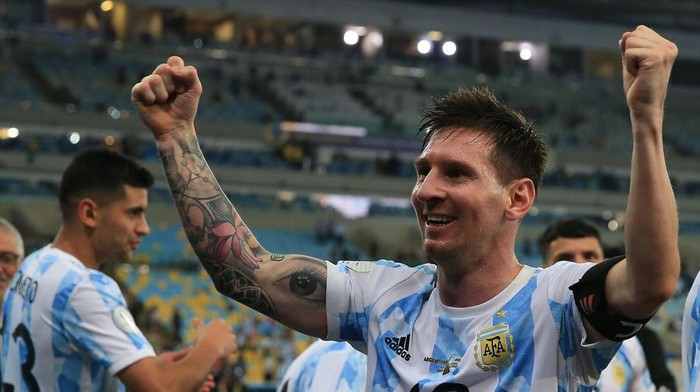 RIO DE JANEIRO, BRAZIL - JULY 10: Lionel Messi of Argentina celebrates after winning the final of Copa America Brazil 2021 between Brazil and Argentina at Maracana Stadium on July 10, 2021 in Rio de Janeiro, Brazil. (Photo by Buda Mendes/Getty Images)