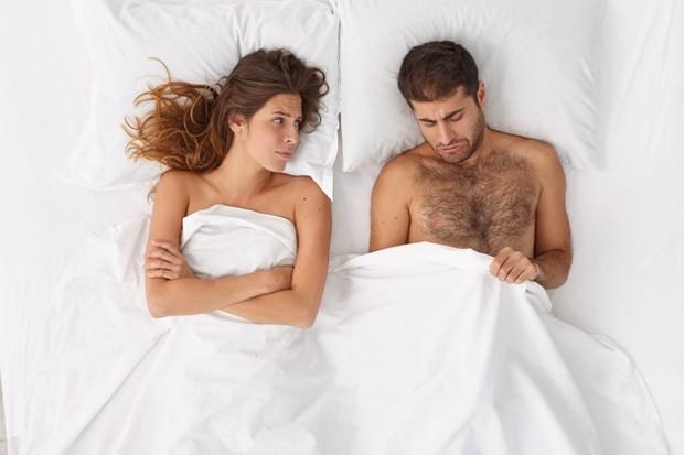 Bukan hanya bagi kaum perempuan saja. Jarang berhubungan intim juga dapat memberikan efek negatif bagi pria.