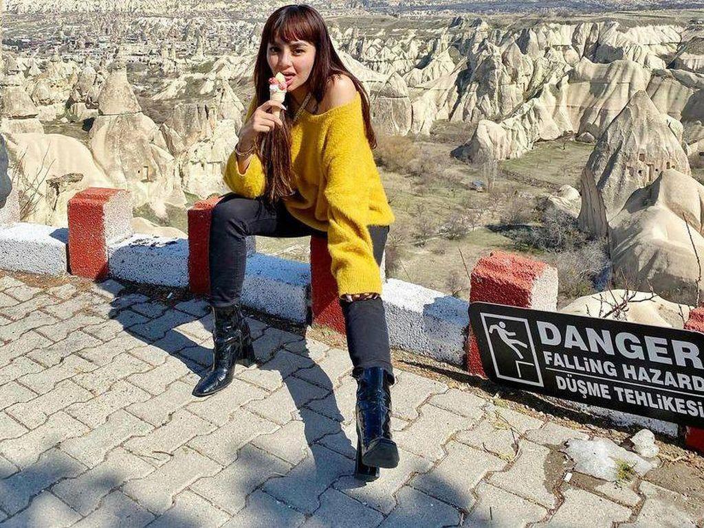 Keseruan Nadia Christina Menikmati Es Krim saat Liburan ke di Turki