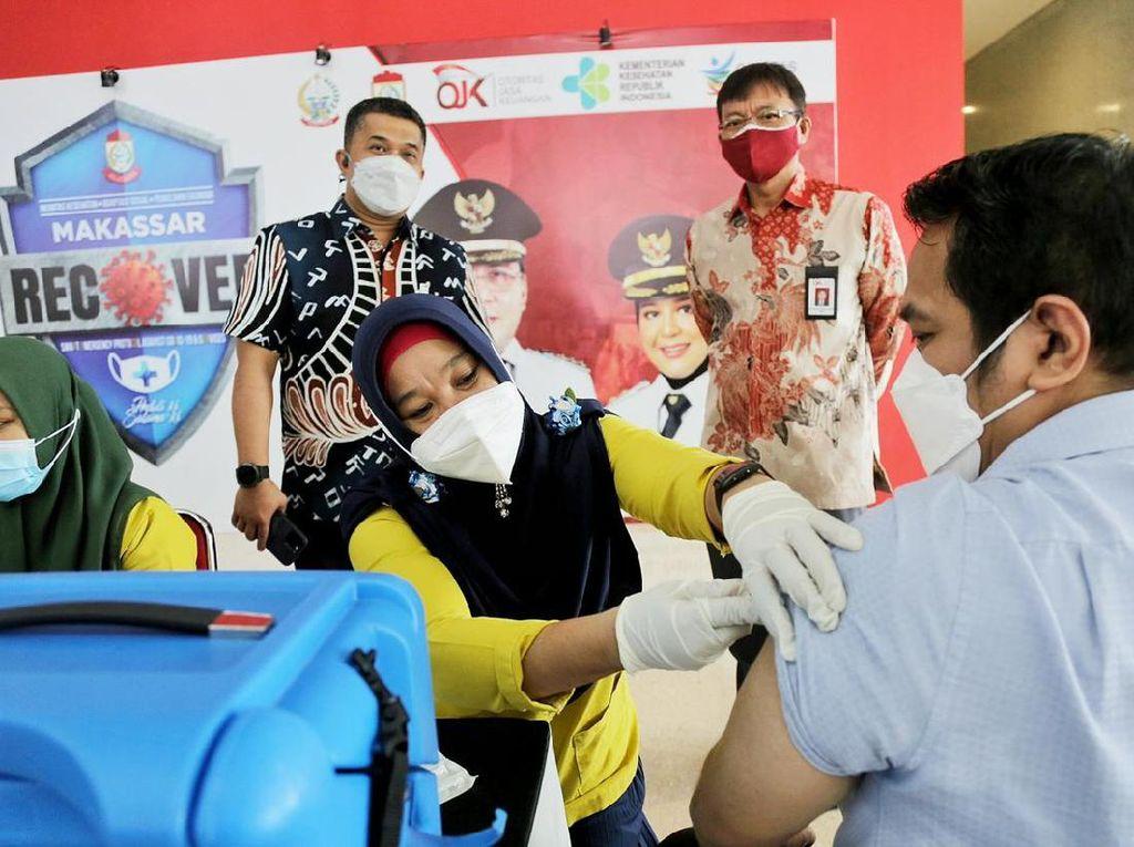 OJK Bantu Vaksinasi COVID-19 10 Juta Orang