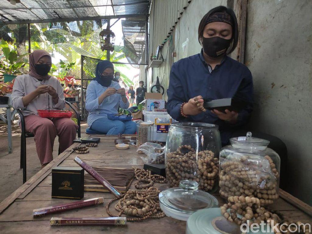Perajin Tasbih Gaharu Tembus Mancanegara, Saat Pandemi Hanya Terima Pesanan