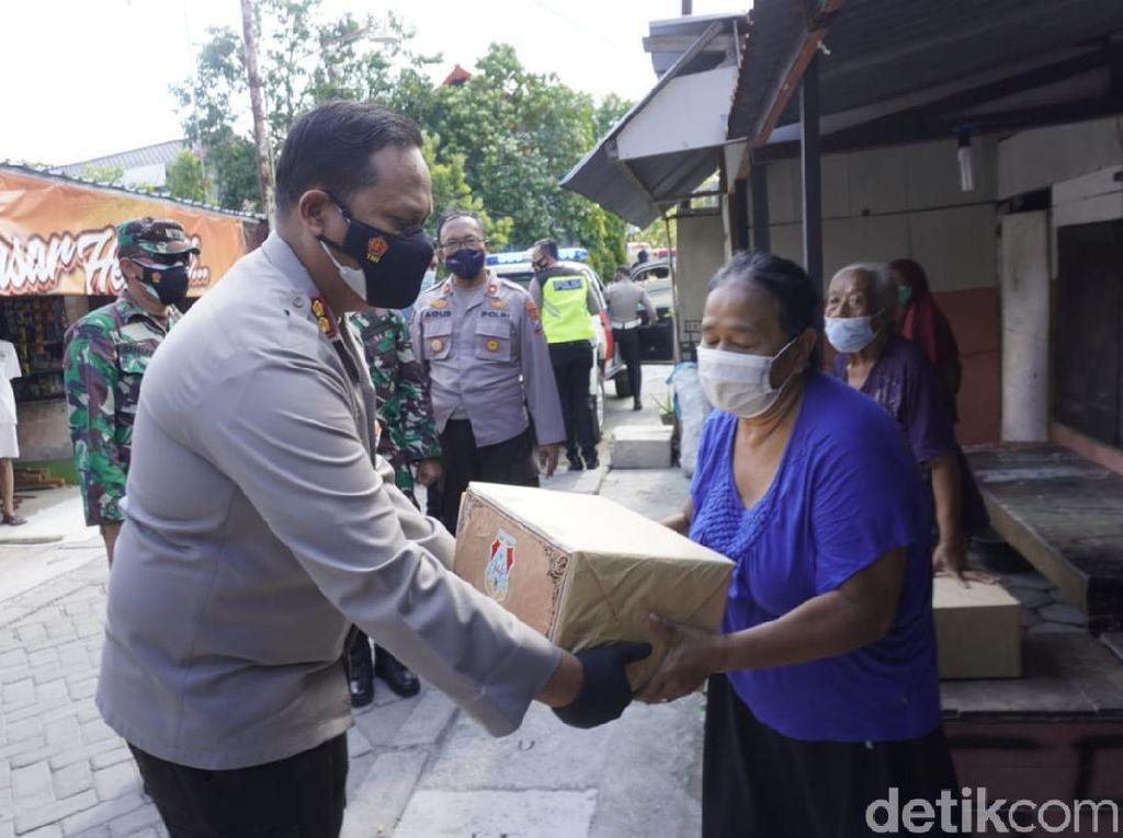 750 Paket Sembako Dibagikan Ke Warga Bojonegoro Saat PPKM Darurat