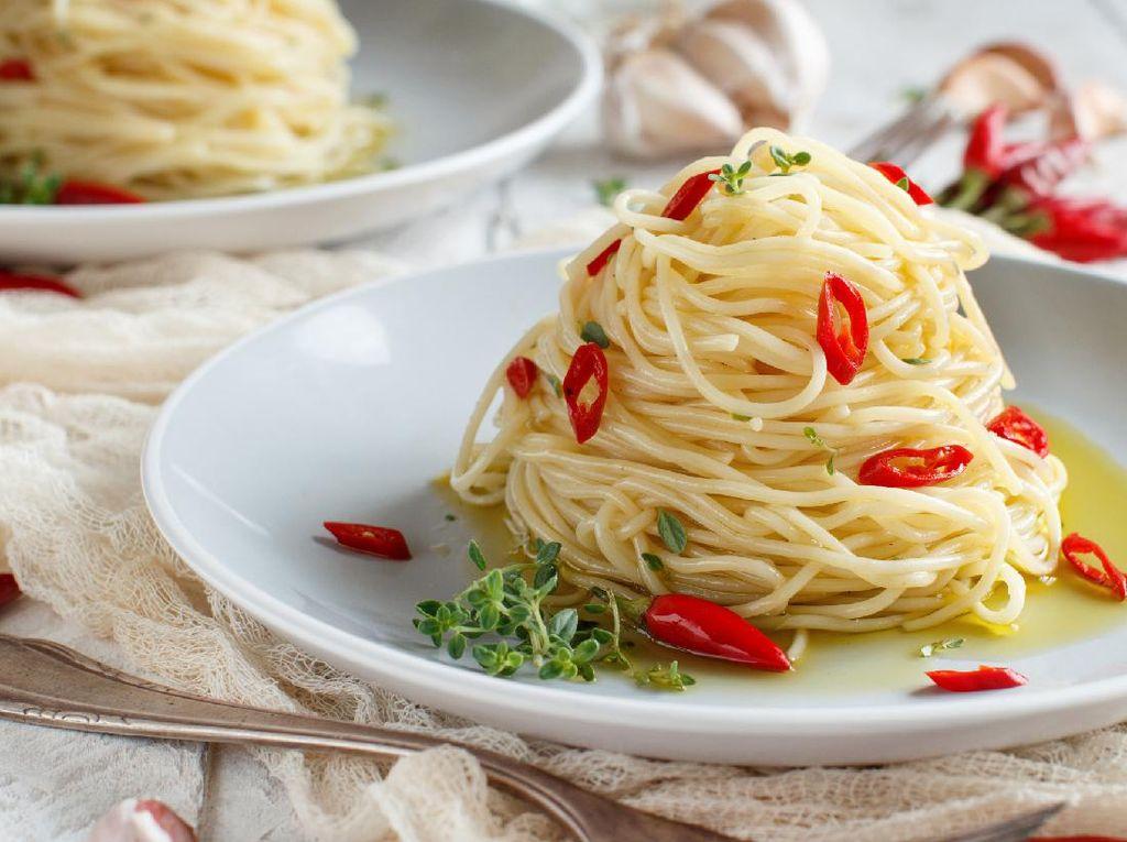 Resep Spaghetti Aglio Olio Sederhana yang Pedas Gurih