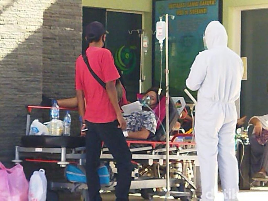 Pasien COVID-19 Membeludak, Ruang dan Tenda Darurat RSD Soebandi Jember Penuh