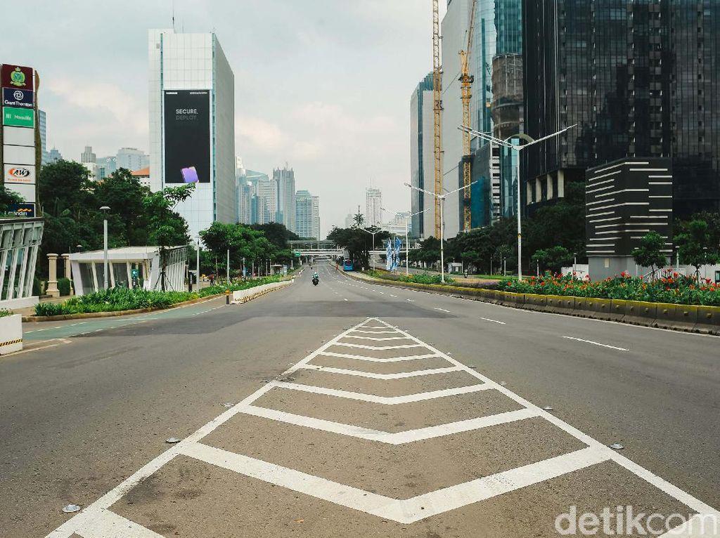 Wow! Jalan Sudirman Jakarta Sepi Banget