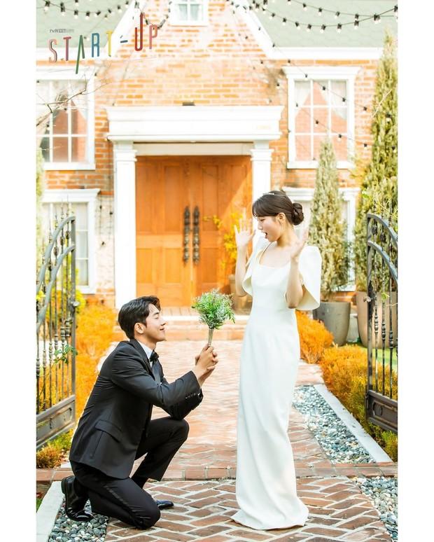 Baju pernikahan simple nan elegan