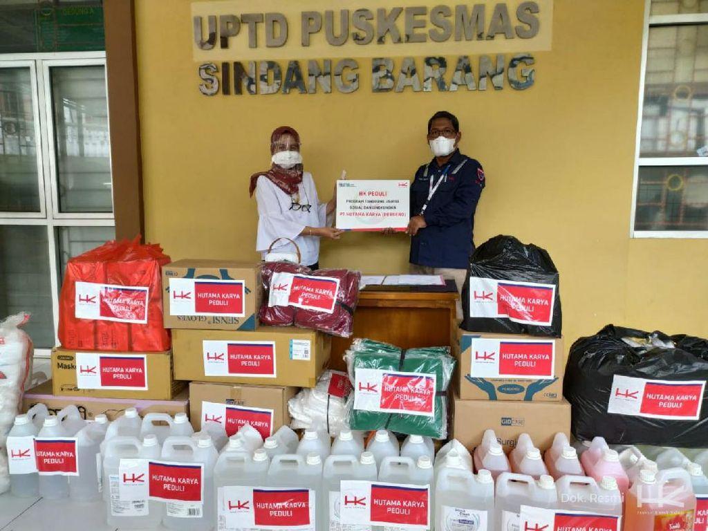 Hutama Karya Bagikan 500 APD & Paket Sembako untuk Nakes di Bogor