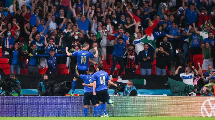 LONDON, ENGLAND - JULY 11: Leonardo Bonucci of Italy celebrates in front of the Italy fans after scoring their teams first goal during the UEFA Euro 2020 Championship Final between Italy and England at Wembley Stadium on July 11, 2021 in London, England. (Photo by Laurence Griffiths/Getty Images)