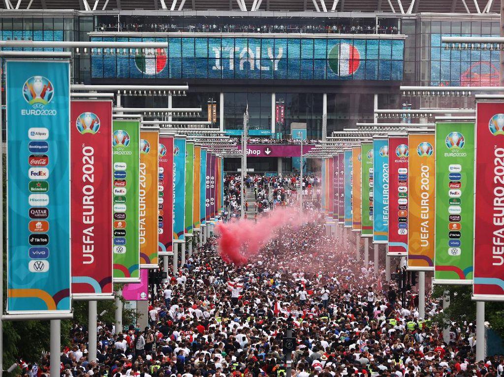 Kerumunan Suporter Inggris Jelang Final Euro 2020