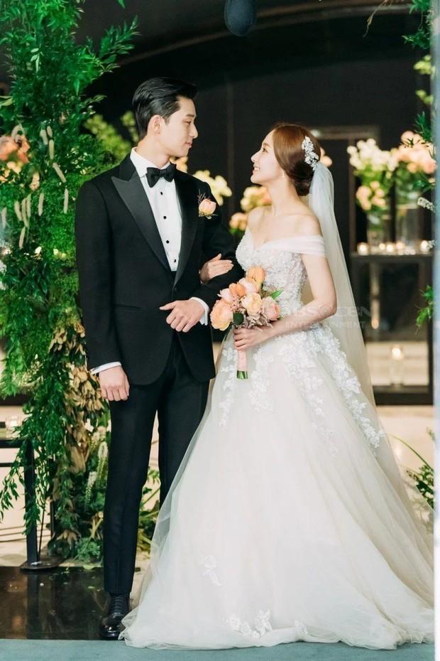 gaun pernikahan yang dikenakan kim mi so