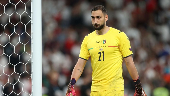 LONDON, ENGLAND - JULY 11: Gianluigi Donnarumma of Italy looks on before the penalty shoot out during the UEFA Euro 2020 Championship Final between Italy and England at Wembley Stadium on July 11, 2021 in London, England. (Photo by Carl Recine - Pool/Getty Images)