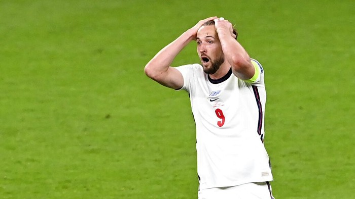 Englands Harry Kane reacts during the Euro 2020 final soccer match between Italy and England at Wembley stadium in London, Sunday, July 11, 2021. (Facundo Arrizabalaga/Pool via AP)