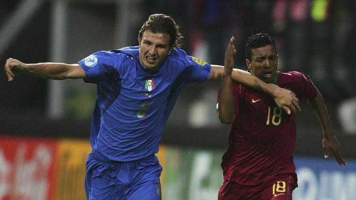 Italia kembali mengubur mimpi Inggris dalam meraih juara salah satunya Euro 2020 semalam, Inggris yang memiliki liga yang bertabur bintang selalu kesulitan dalam berlaga di ajang-ajang nasional. Berikut deretan pemain liga Inggris yang merumput di Liga Indonesia.