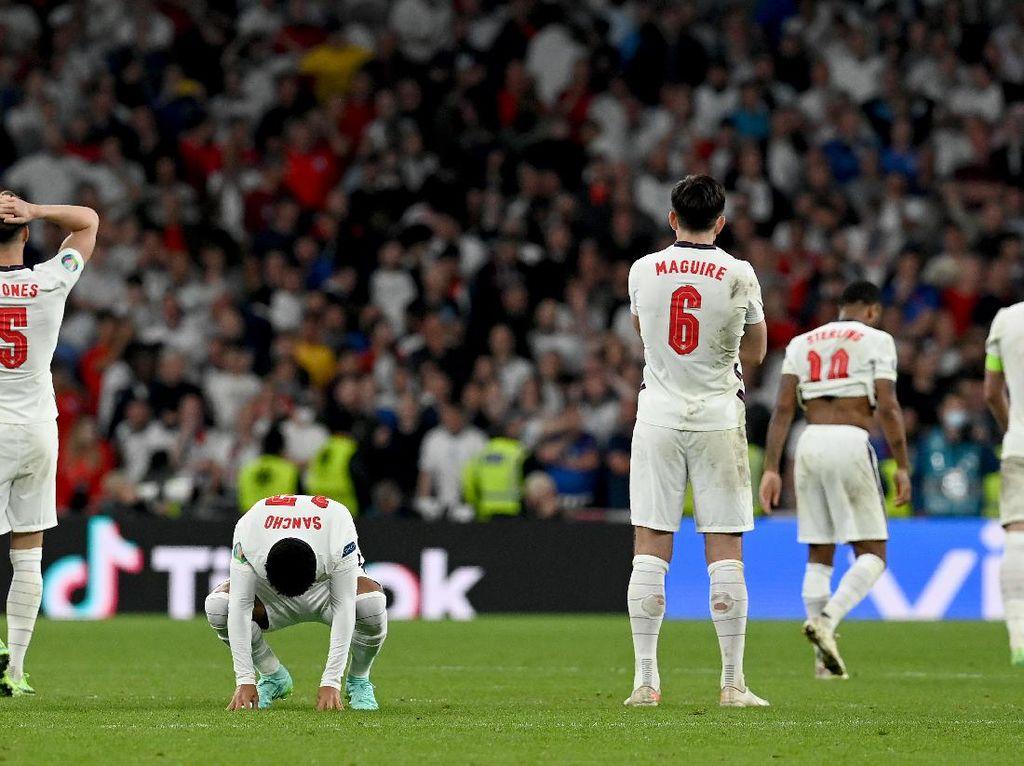 Ejekan Eks Pemain Italia ke Inggris: Piala Cuma 1, Sudah Karatan!