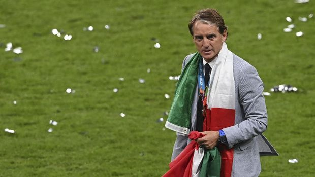 Italy's manager Roberto Mancini during the trophy ceremony after Italy won the Euro 2020 final soccer match between Italy and England at Wembley stadium in London, Sunday, July 11, 2021. (Facundo Arrizabalaga/Pool via AP)