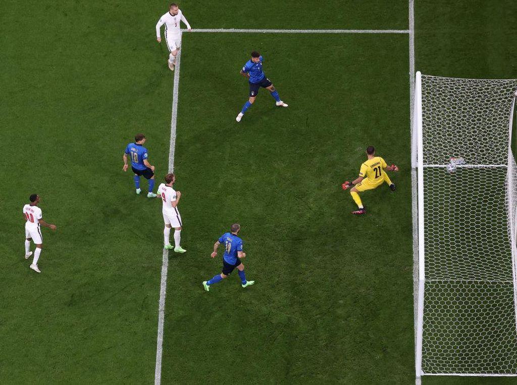 Gol Cepat Luke Shaw Tak Cukup Runtuhkan Mental Italia