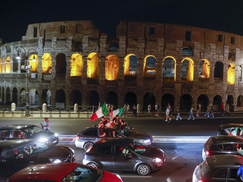 Ribuan Pengendara Rayakan Kemenangan Italia di Euro 2020, Meriah!