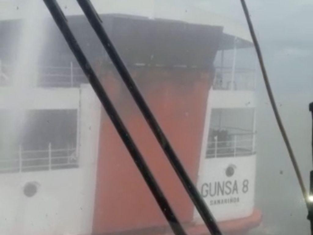 Kapal Penumpang Terbakar di Perairan Banyuasin Sumsel