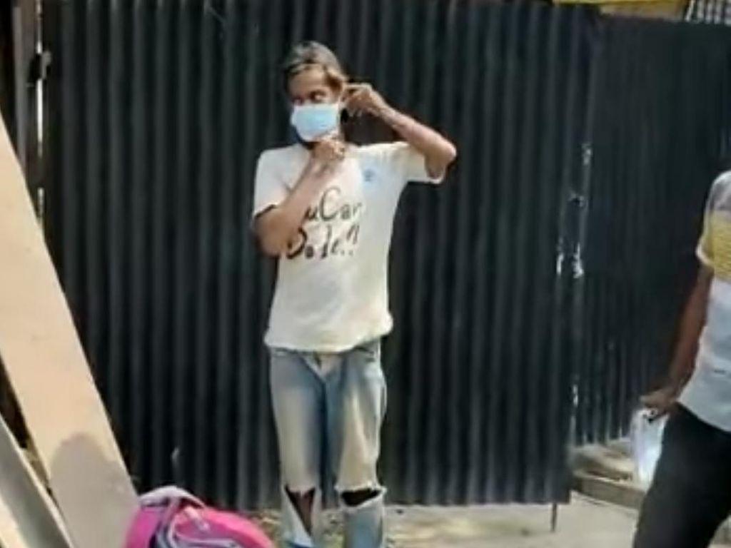 Kuli Bangunan Pulang ke Cirebon Usai Dipecat Gegara Tak Pakai Masker