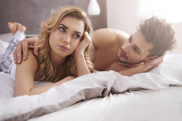 Tak hanya selalu ada, kamu juga perlu menjadi pendengar yang baik. Tapi jika pasanganmu belum siap berbagi cerita seputar penyakitnya denganmu, cobalah bersabar dan jangan memaksa.