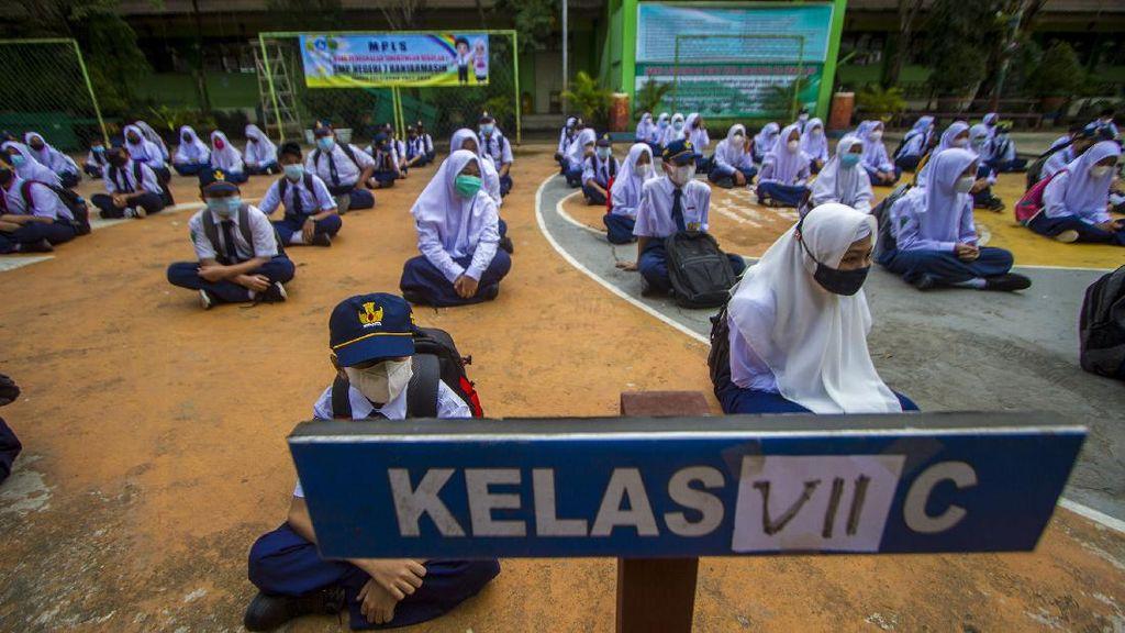 Menengok Hari Pertama Sekolah Tatap Muka di Daerah