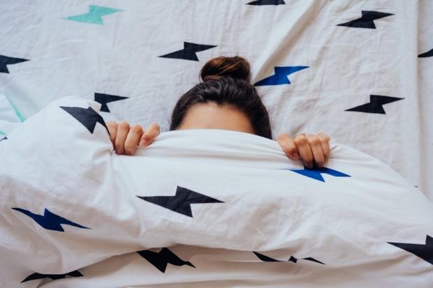 Mengikat rambut saat tidur bisa merusaknya.