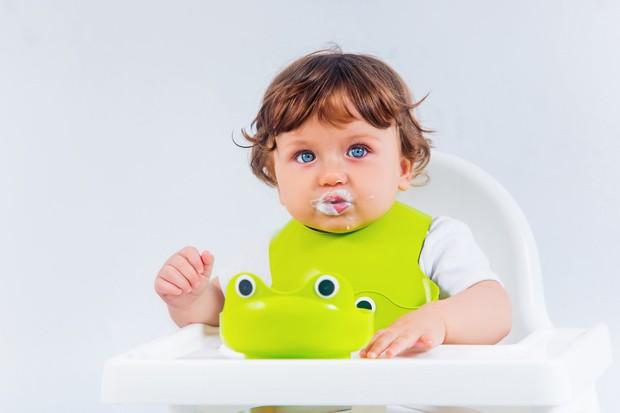 Selain menu dengan rasa asin, ibu bisa membuat bubur sumsum saus gula merah bagi si kecil.