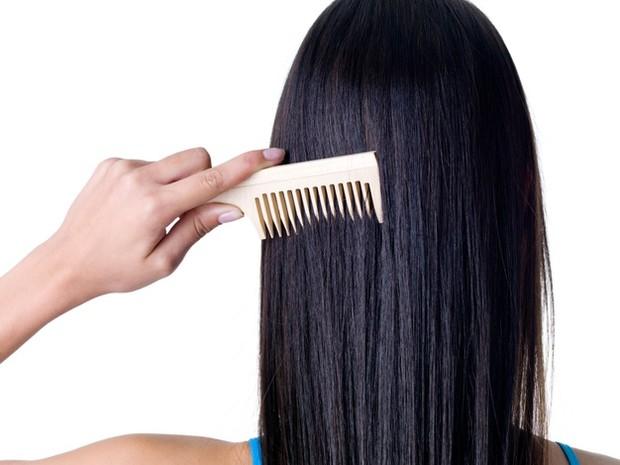 Menyisir rambut yang masih basah bisa merusak rambut