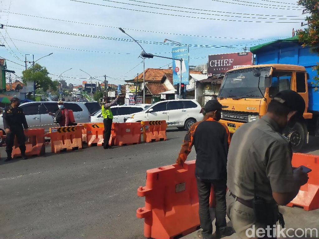 Kemacetan di Penyekatan PPKM Darurat Karang Pilang Surabaya Berlangsung 2 Jam