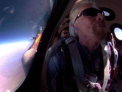 Richard Branson Terbang ke Luar Angkasa Jadi Bahan Meme Kocak