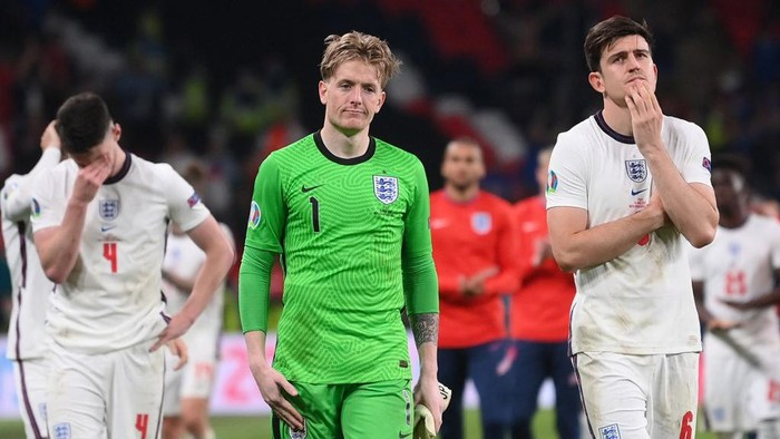 Englands goalkeeper Jordan Pickford and Englands defender Harry Maguire react to their loss in the UEFA EURO 2020 final football match between Italy and England at the Wembley Stadium in London on July 11, 2021. (Photo by Laurence Griffiths / POOL / AFP)