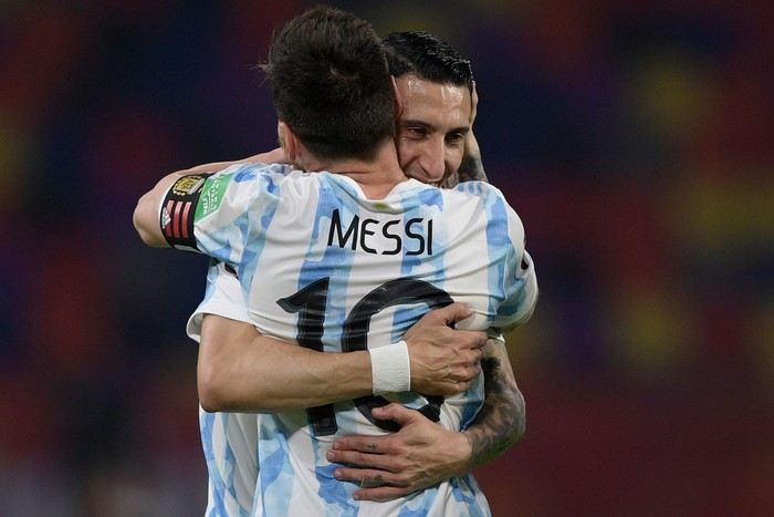 SANTIAGO DEL ESTERO, ARGENTINA - JUNE 03: Lionel Messi of Argentina celebrates after scoring the opening goal of his team with Angel Di Maria of Argentina during a match between Argentina and Chile as part of South American Qualifiers for Qatar 2022 at Estadio Unico Madre de Ciudades on June 03, 2021 in Santiago del Estero, Argentina. (Photo by Juan Mabromata - Pool/Getty Images)