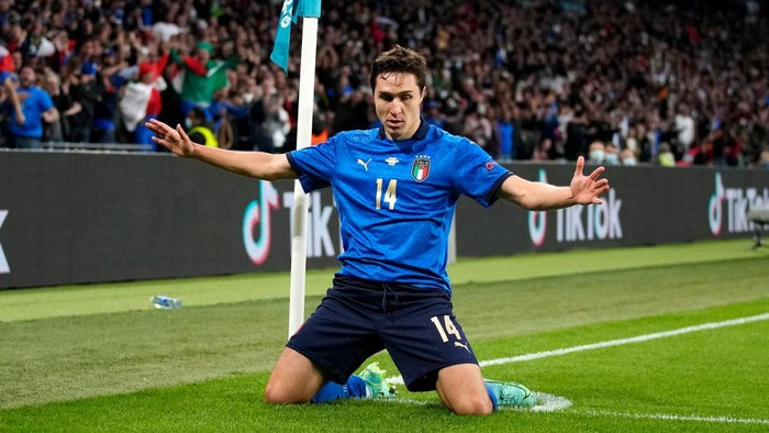 LONDON, ENGLAND - JULY 06: Federico Chiesa of Italy celebrates after scoring their sides first goal during the UEFA Euro 2020 Championship Semi-final match between Italy and Spain at Wembley Stadium on July 06, 2021 in London, England. (Photo by Frank Augstein - Pool/Getty Images)