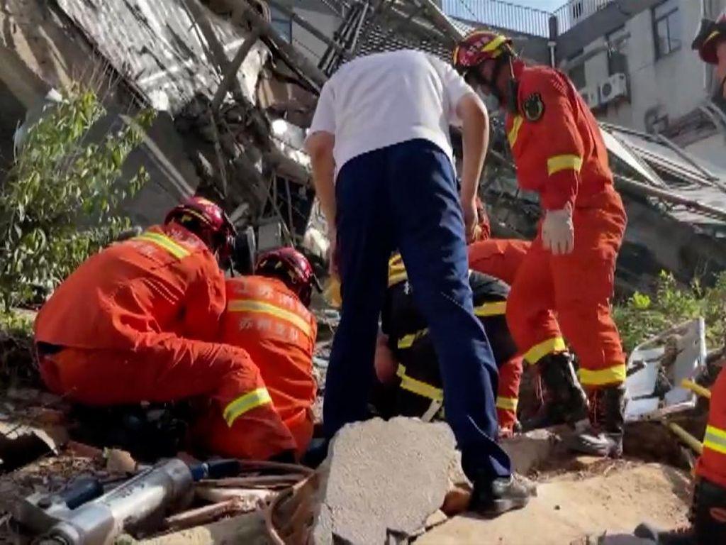 Hotel di China Ambruk, 8 Orang Tewas dan 9 Masih Hilang