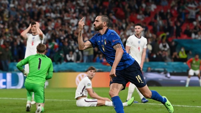 LONDON, ENGLAND - JULY 11: Leonardo Bonucci of Italy celebrates after scoring their sides first goal during the UEFA Euro 2020 Championship Final between Italy and England at Wembley Stadium on July 11, 2021 in London, England. (Photo by Paul Ellis - Pool/Getty Images)