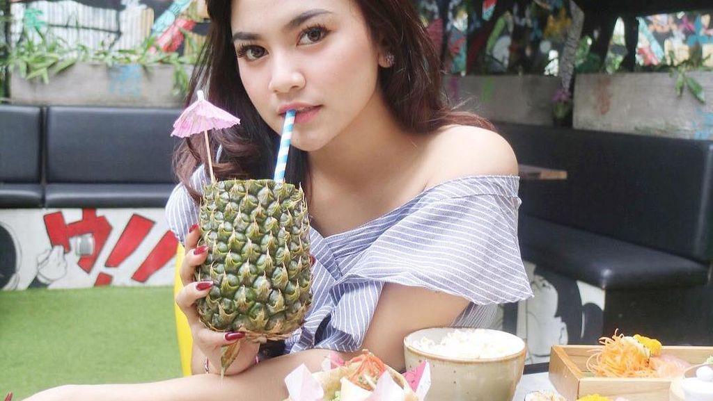 Mahalini Raharja Pelantun Ost Ikatan Cinta yang Hobi Hangout di Kafe