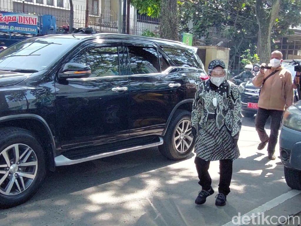 Momen Mensos Risma Cari Kompor Gas di Bandung